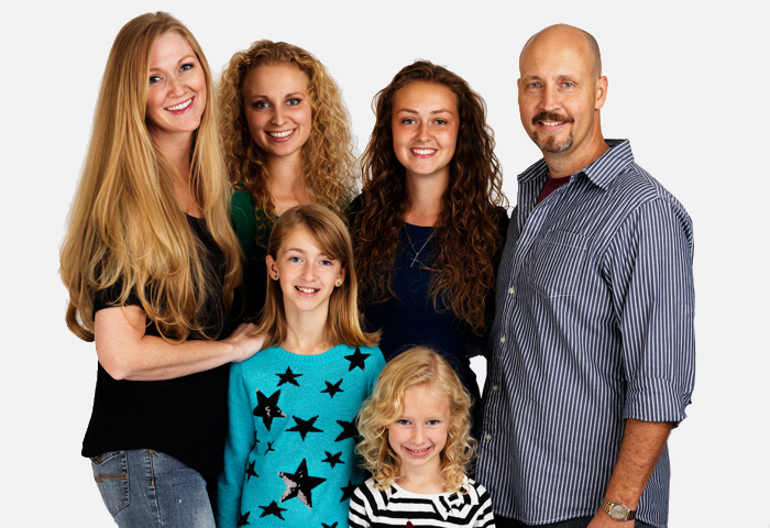 grand portrait de famille heureuse