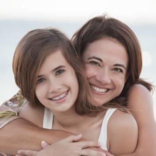 mère et la fille sur la plage