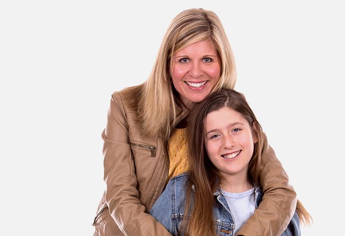 souriante femme et enfant